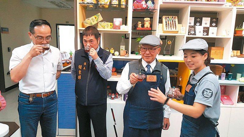 苗栗縣政府昨天在工商發展投資策進會開設工商咖啡館,宣示加強招商及服務。記者胡蓬生/攝影
