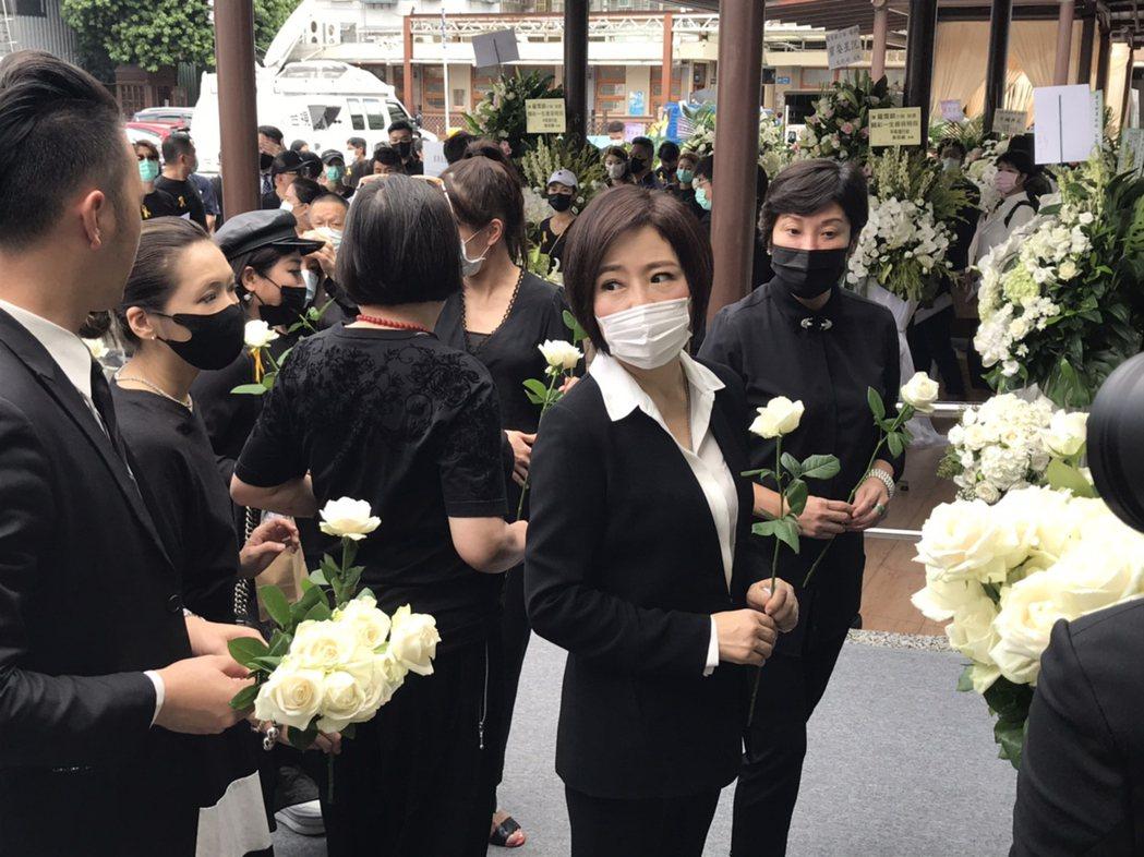 于美人和Makiyo等好友參加公祭。記者葉君遠攝影
