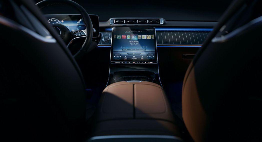 大改款Mercedes-Benz S-Class用上12.8吋超大中控螢幕後,許...