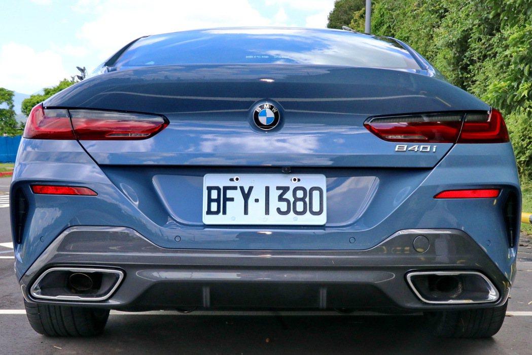 車尾擁有辨識度極高的後葉子板肌理線條及後保桿導流孔設計。 記者陳威任/攝影