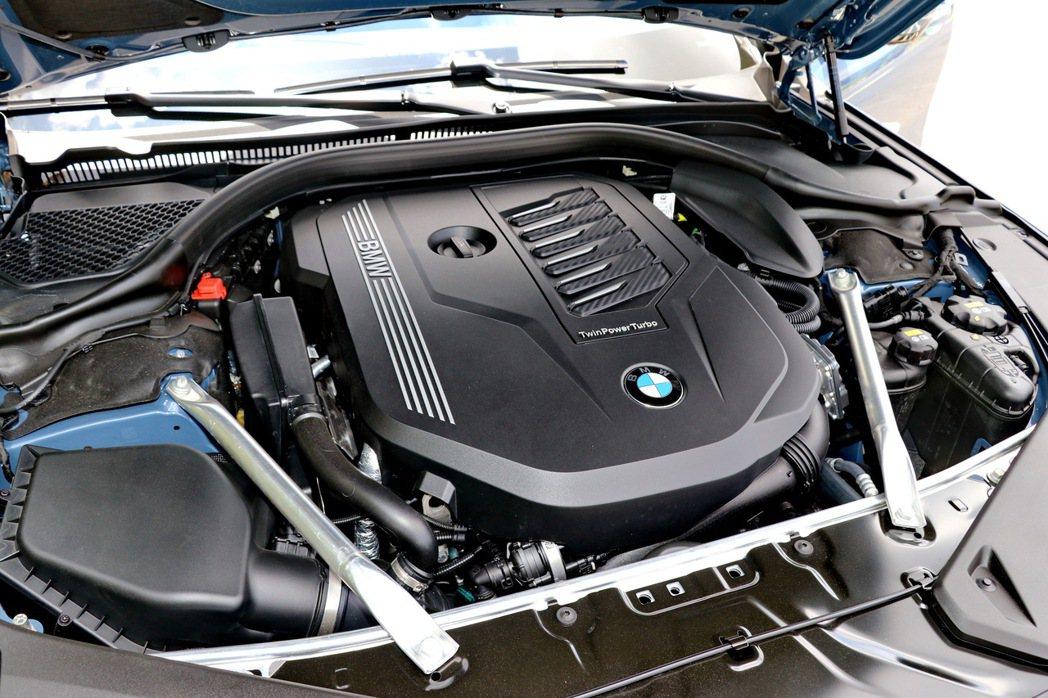 3.0升TwinPower Turbo直列六汽缸引擎。 記者陳威任/攝影