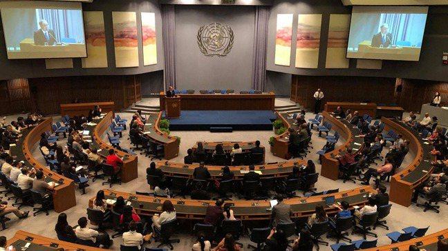 身為聯合國的工作人員,黃一展常需要出席聯合國會議,如2019年亞太地區的聯合國大...