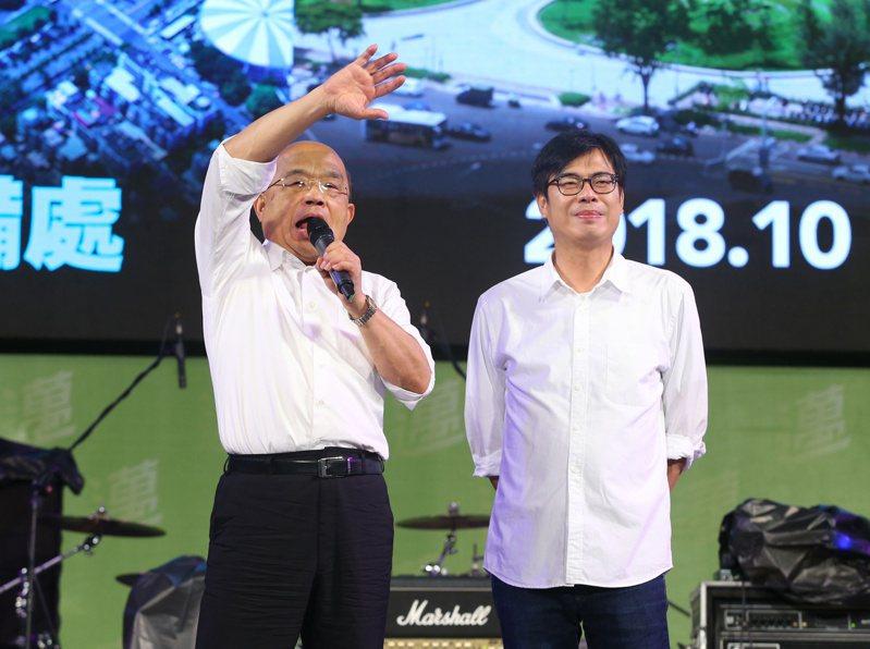 民進黨高雄市長候選人陳其邁(右)昨天在鳳山舉辦選前造勢晚會,行政院長蘇貞昌出席站台。 聯合報系資料照/記者林澔一攝影