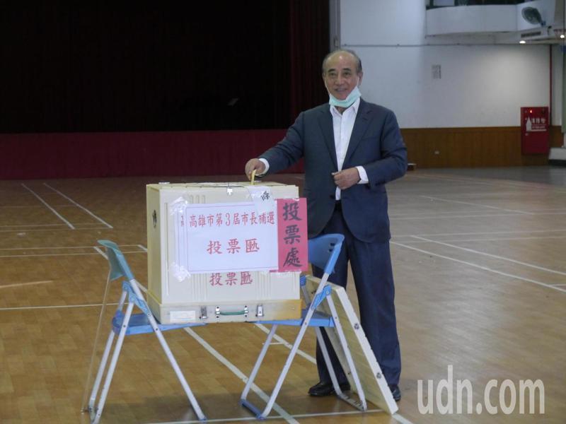 立法院前院長王金平今早在高雄路竹老家投票。記者徐白櫻/攝影
