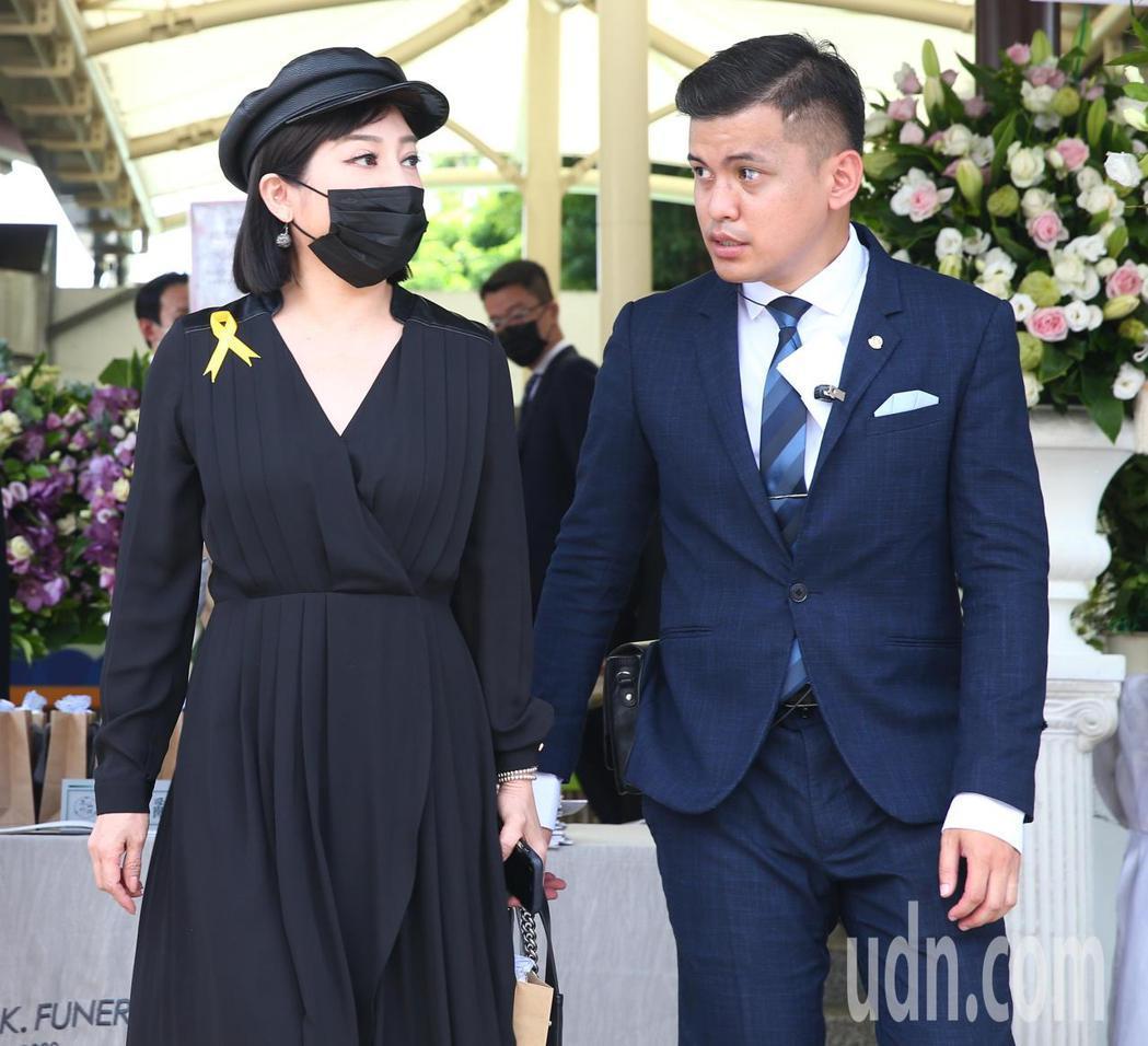 羅霈穎告別式上午在第一殯儀館舉行,藝人王彩樺(左)出席。記者葉信菉/攝影