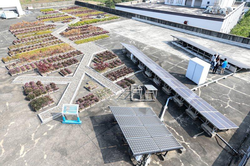 台達電位於南科的廠辦,樓頂種植多顆植物,並設置太陽能光電板。圖/聯合報系資料照片