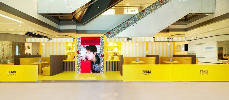 成都FENDI CAFFE快閃咖啡廳位於IFS的FENDI精品店外。圖/FEND...
