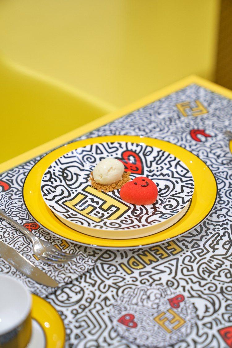 FENDI CAFFE快閃咖啡館的甜蜜愛心蛋糕。圖/FENDI提供