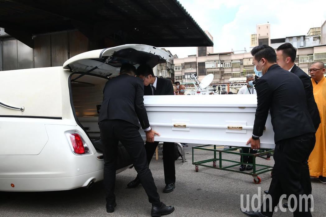 羅霈穎告別式上午在第一殯儀館舉行。記者葉信菉/攝影