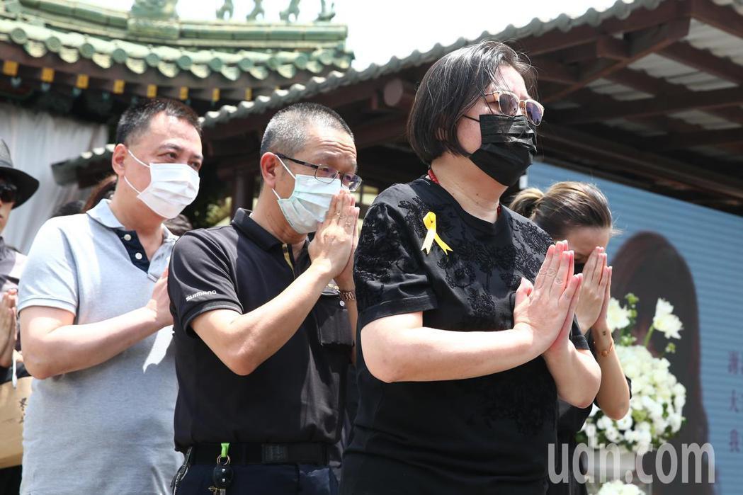 羅霈穎告別式上午在第一殯儀館舉行,邱瓈寬(右一)出席。記者葉信菉/攝影