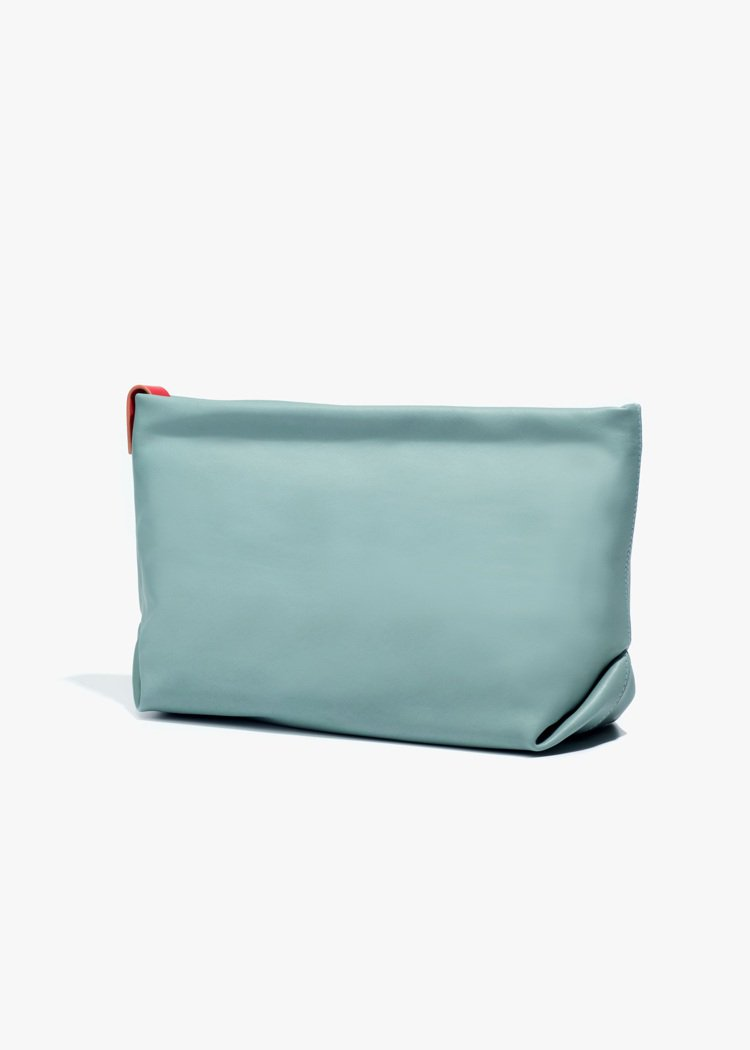 Inside Out雙面小牛皮湖水綠、亮紅色手拿包,59,500元。圖/Loro...