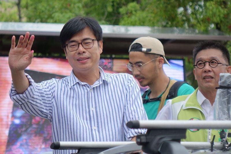 民進黨傾全黨之力輔選,陳其邁(左)沒有意外地在高雄市長補選脫穎而出,然而後續他要面對朝小野大的弱勢市長局面,挑戰才剛開始。圖/聯合報系資料照片