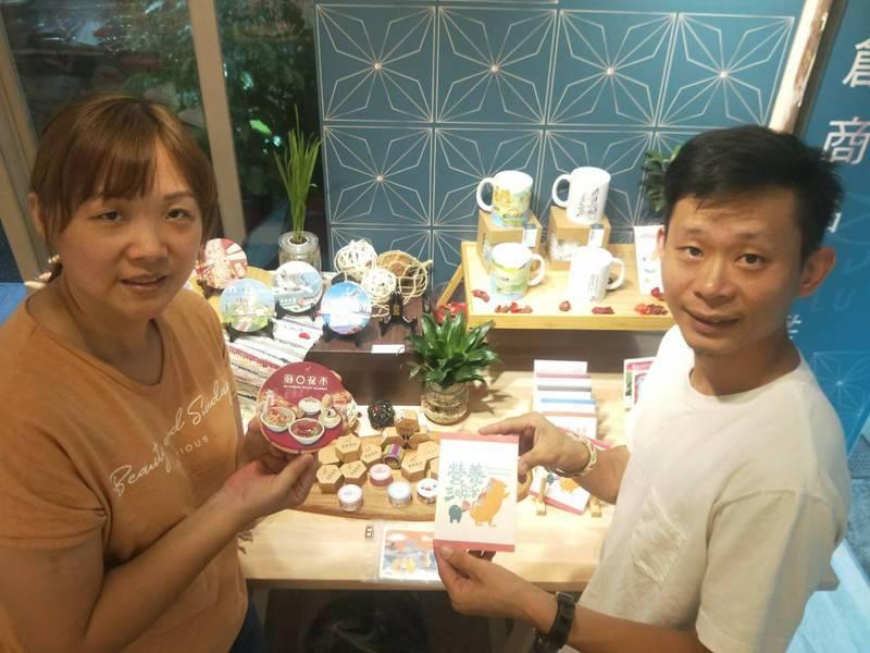 節慶、活動與美食融入,曾詩堡與妻子林淑真打造基隆味文創商品。記者游明煌/攝影