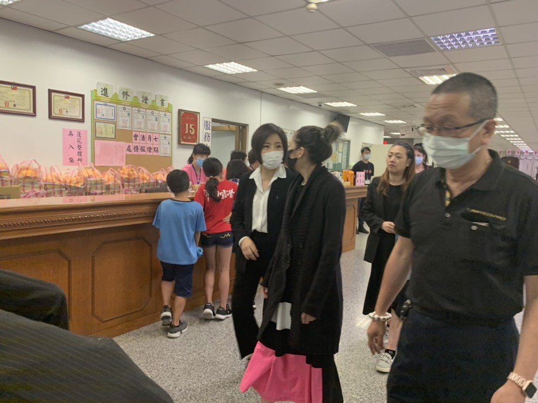 藝人Makiyo及于美人也身穿黑衣來到現場。圖/民眾提供