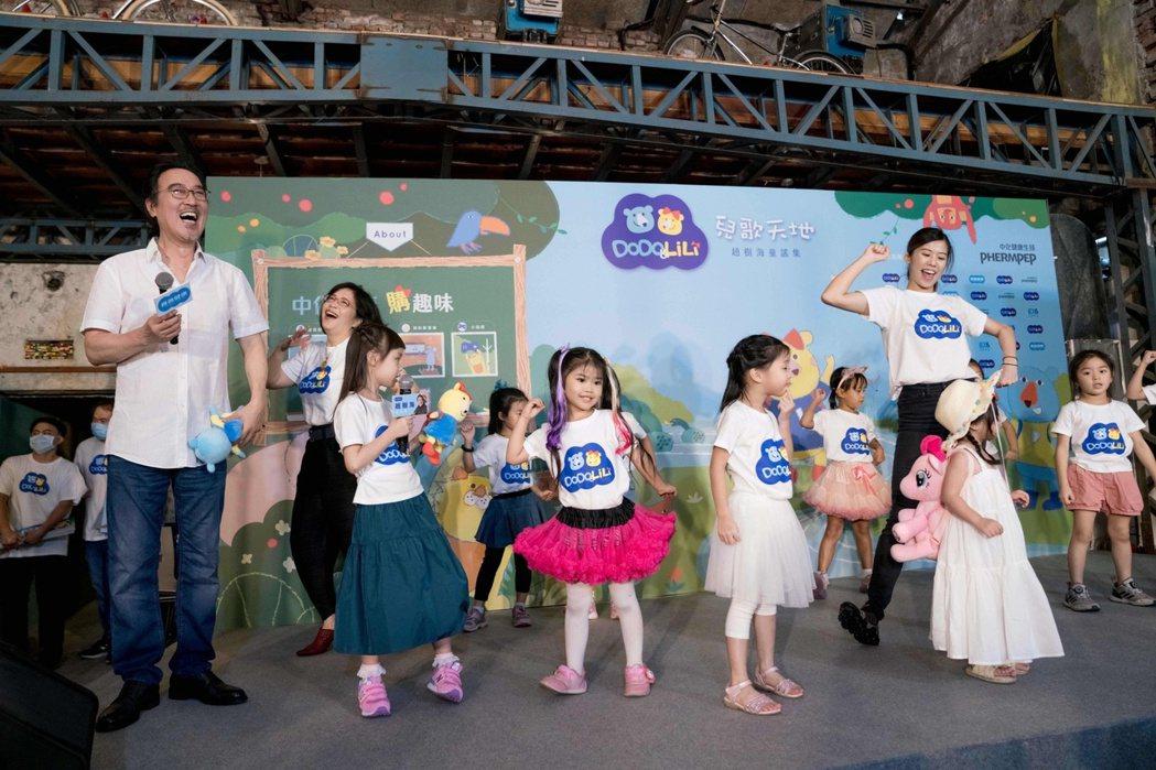 趙樹海與小朋友同台唱跳。圖/星恆娛樂提供