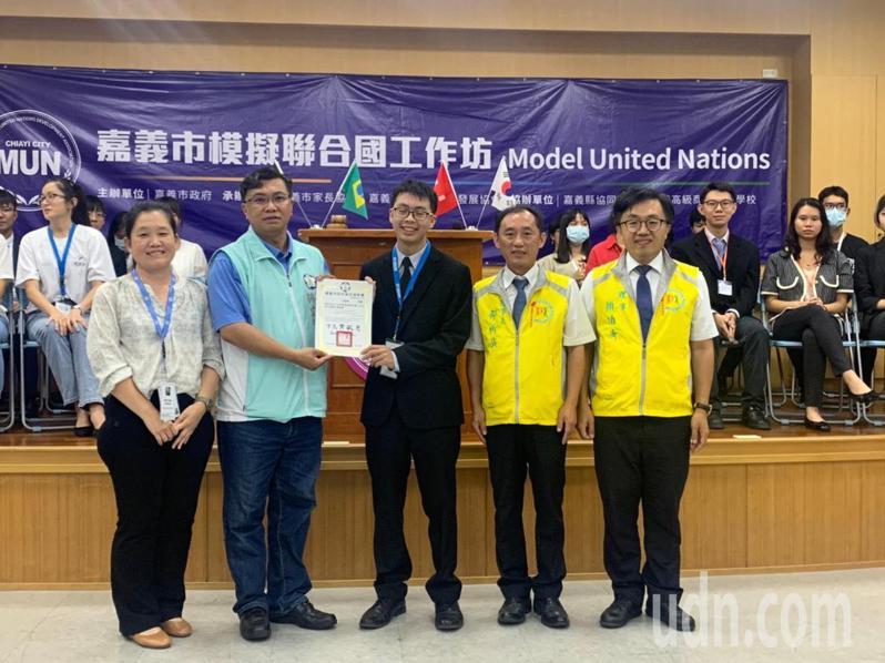 嘉義市政府與嘉義市家長協會,今日在嘉義高商舉辦109年度模擬聯合國工作坊。圖/嘉義市政府提供