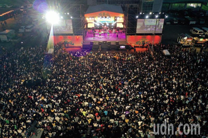 台南夏日音樂節將軍吼觀眾破3萬人,學甲警分局空拍圖顯示盛況。圖/學甲警分局提供