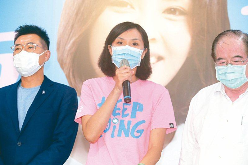 國民黨高雄市長補選候選人李眉蓁(中)承認敗選。 記者劉學聖/攝影