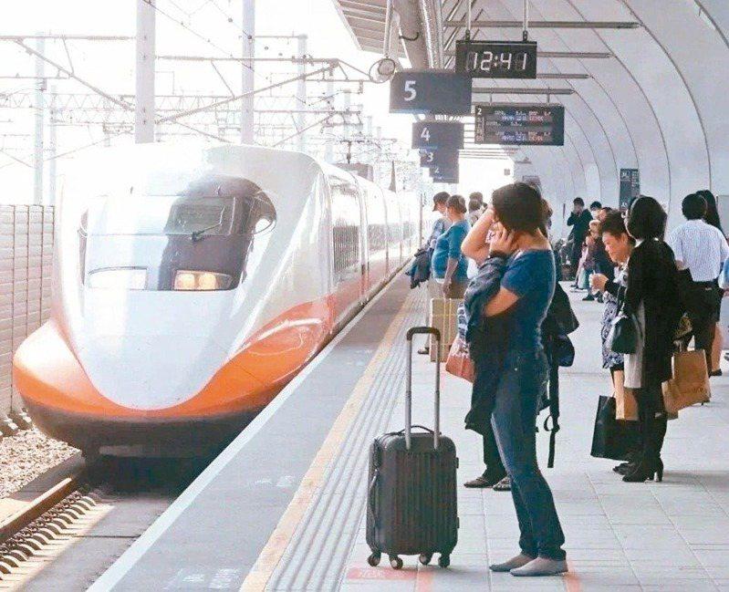 台灣高鐵今天加開2班北上各站停靠之全車自由座列車。 圖/聯合報系資料照片