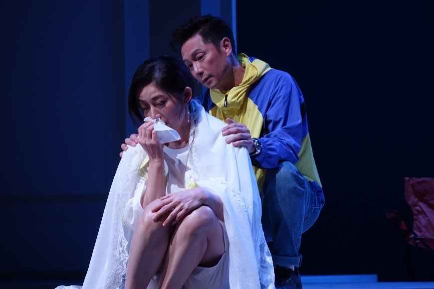 在舞台劇《最後一封情書》,謝祖武飾演專詐熟年女性的愛情騙子,卻意外墜入情網,伴女...
