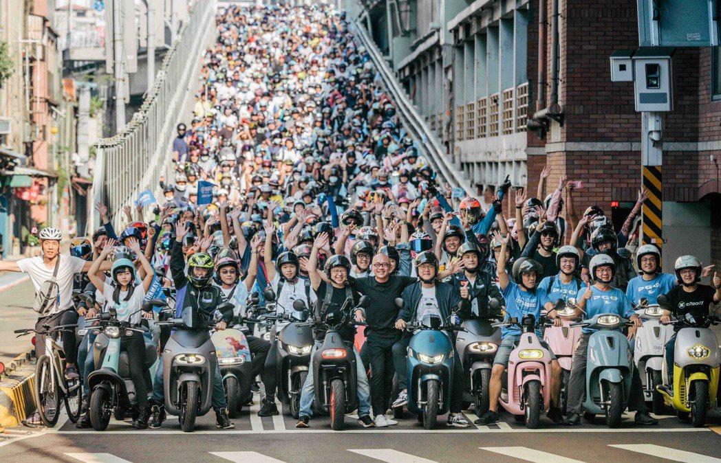 2020 Gogoro 快閃台北橋,電動機車總動員,不僅打造寧靜、乾淨的電動機車...
