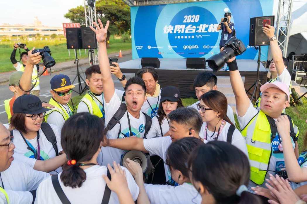 Gogoro 快閃台北橋活動,每年都有為數眾多的志工團參與籌辦,今年的志工團將近...