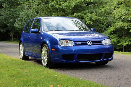 2004年的Volkswagen Golf R32,總里程竟不到3,000公里!