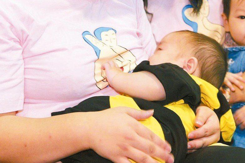 台灣近年積極提倡親餵、推動哺乳友善環境,但仍不斷發生哺乳室遭民眾占用的事件。圖/聯合報系資料照片