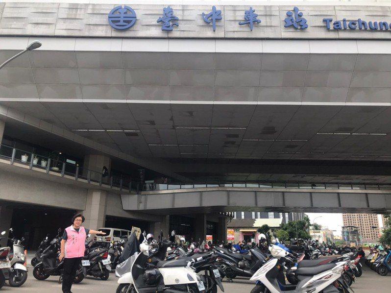 台中市府8月17日起針對台中火車站周邊機車停車大執法,機車族跳腳,向民代陳情。圖/邱素貞議員提供