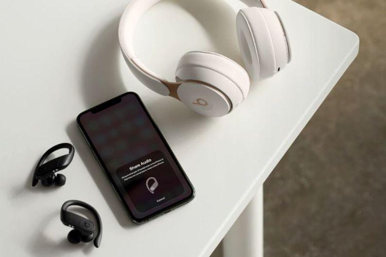 透過「音訊分享」功能,可輕鬆共享音樂卻不需受到耳機線控制。圖/先創國際提供