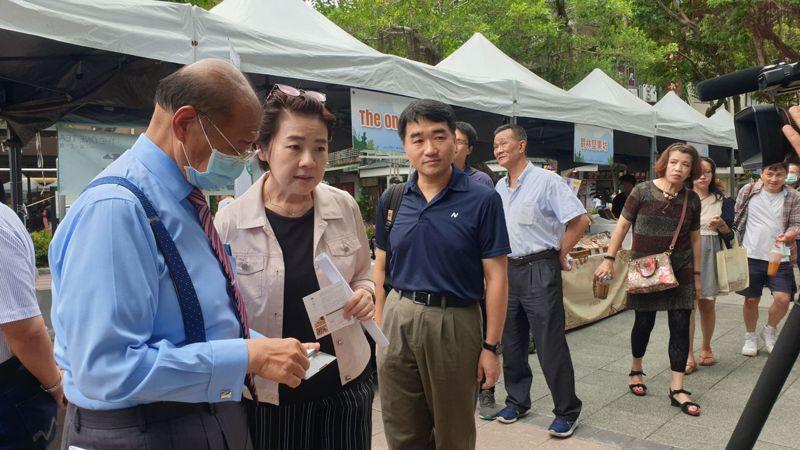 北市副市長黃珊珊(左二)表示,未來將舉辦一系列活動來振興商圈。記者胡瑞玲/攝影