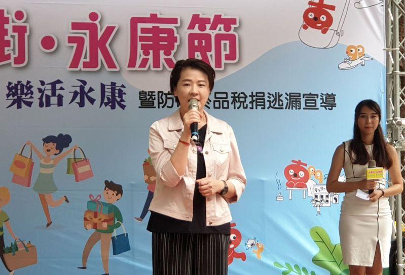 對於桃園議員王浩宇指出支持率僅7%,台北市副市長黃珊珊(中)不予回應。記者胡瑞玲/攝影