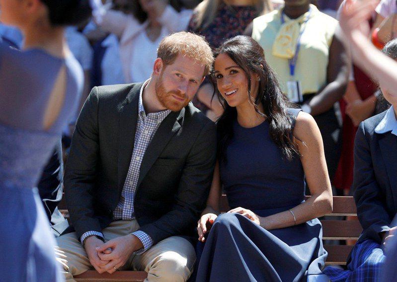 哈利王子(左)的愛妻梅根(右)話題性十足,據傳已有不少電影公司老闆在洽談她復出影壇。圖/路透資料照片
