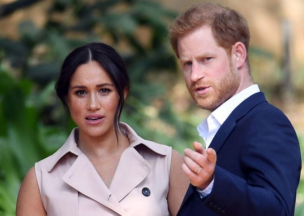 哈利王子(左)的愛妻梅根(右)話題性十足,據傳已有不少電影公司老闆在洽談她復出影...