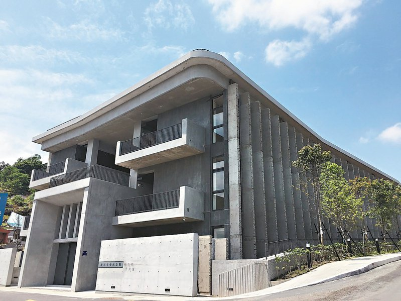 樹林生命紀念館第1期可提供2萬5千櫃位,第2期預計明年7月完工。 圖/新北民政局提供