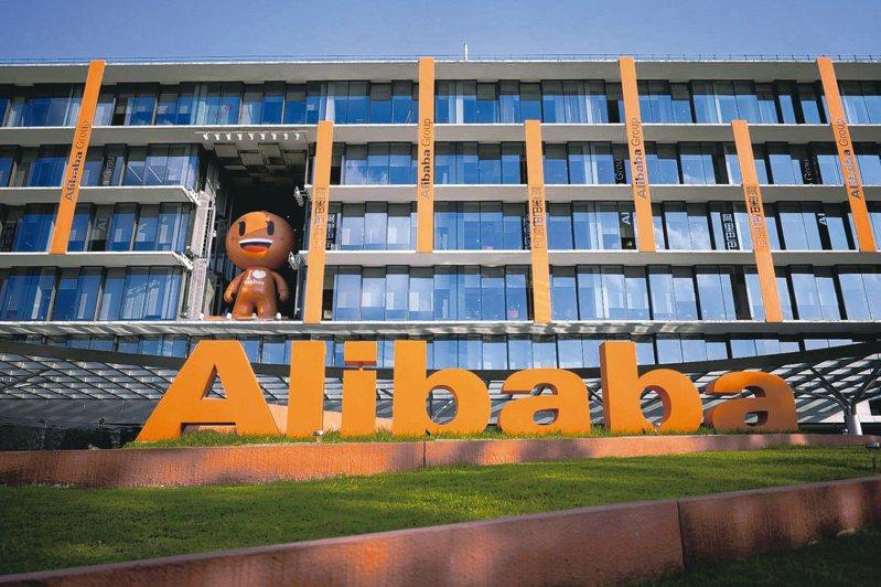 美國總統川普暗示,他可能對更多中國大陸企業採取行動,例如阿里巴巴。(路透)