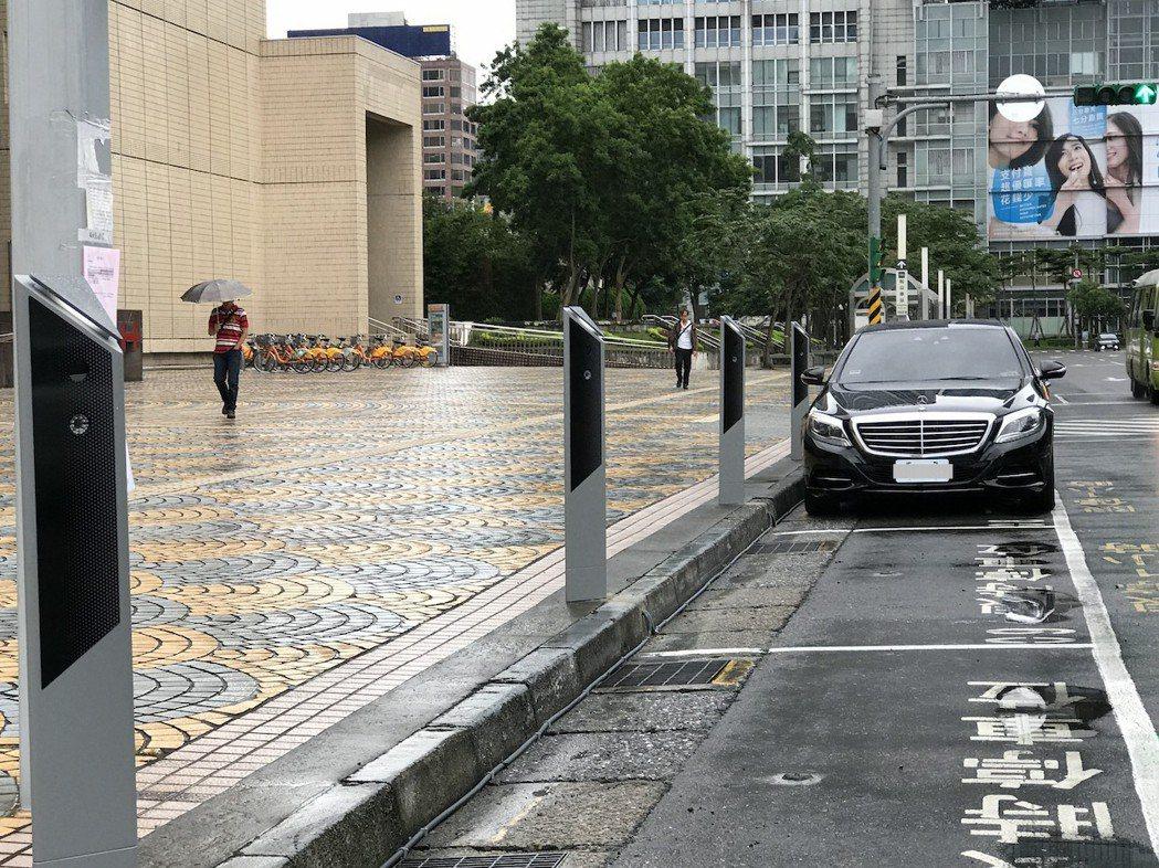 北市府將於大同、萬華區設置500個車牌辨識功能的智慧停車格。圖/北市停管處提供