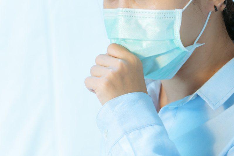 有民眾急與海外回國的朋友見面後出現呼吸道症狀。示意圖。圖片來源/ingimage