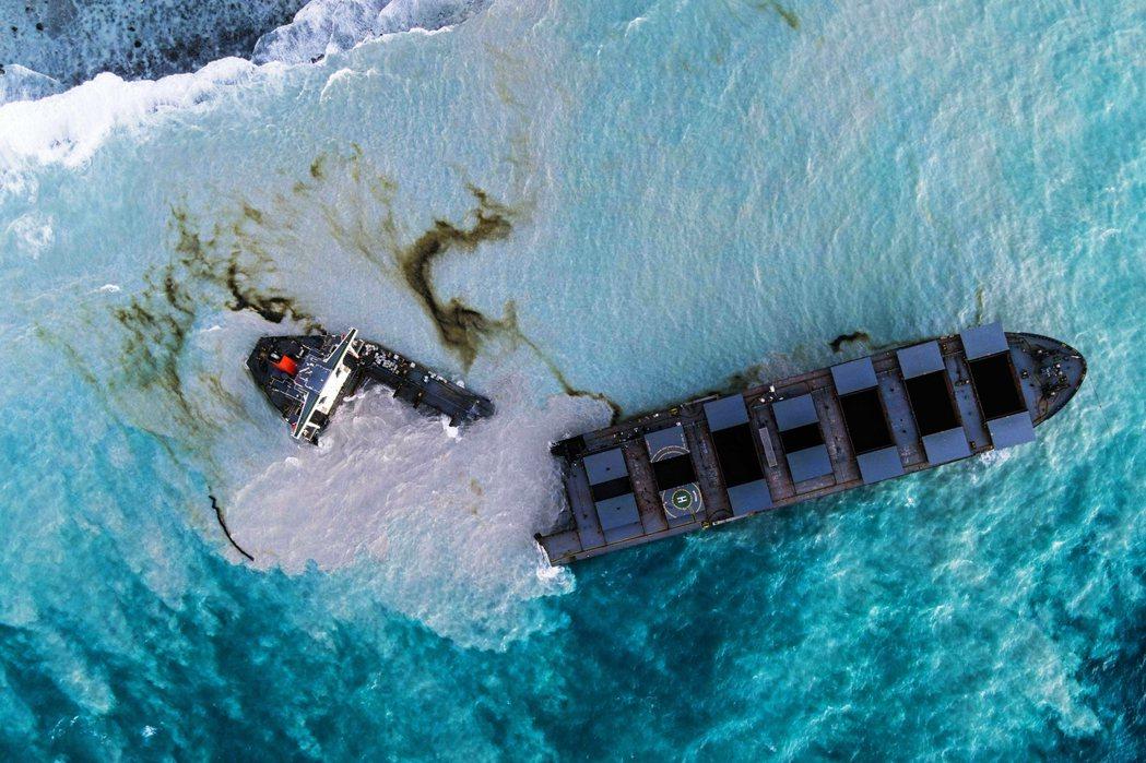 貨船若潮號(MV Wakashio)在模里西斯海域的嚴重漏油事件,原本已經宣告暫...