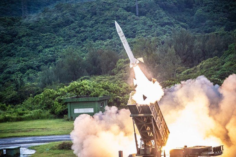 北京在對台政策上已經往「以武促統」的中策選項推進。圖為我空軍防空飛彈。 圖/國防部