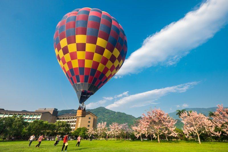 台東熱氣球活動只到八月底,要捉住暑假的時光要快。 圖/羅紹平 攝影