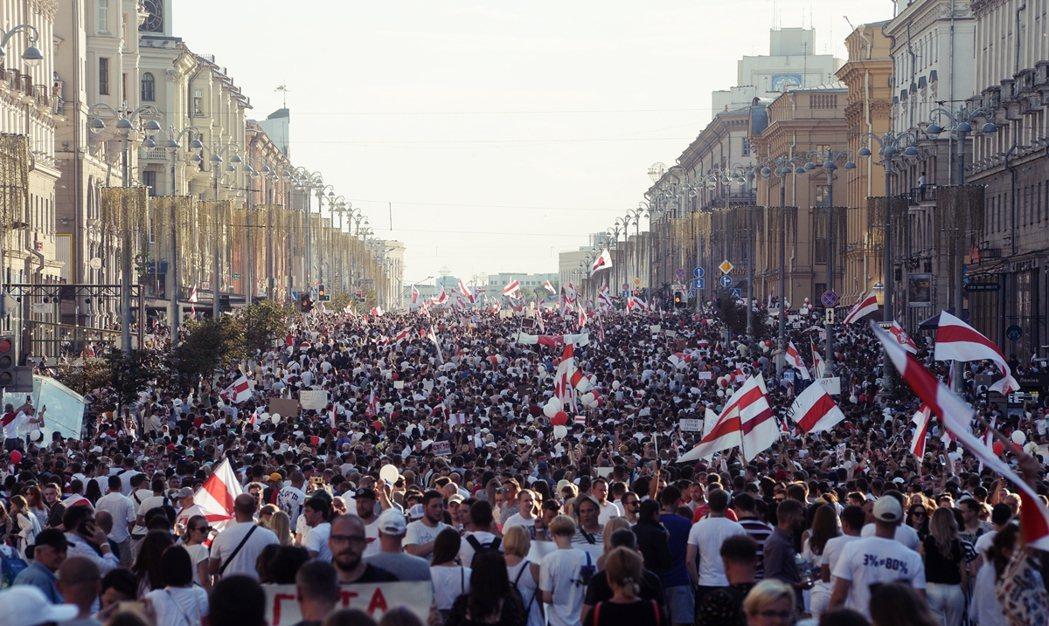 面對普丁的白俄羅斯政策,英國《金融時報》點明:無論保不保得住盧卡申科,白俄羅斯的...
