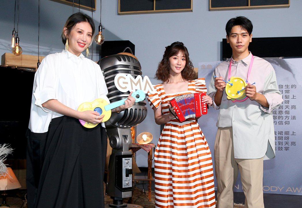第31屆金曲獎正式公布典禮主持人為魏如萱(左),瑪麗(中)和蔡旻佑(右)則為星光...