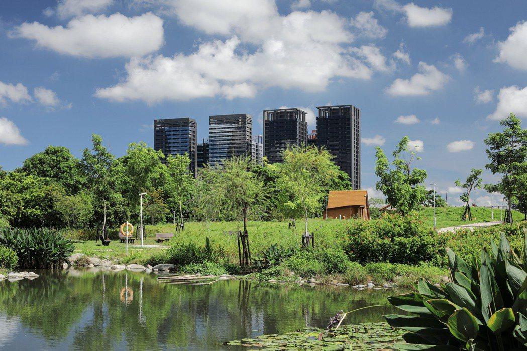 鼎宇「森風景」面對95公頃都會公園第一排。 圖片提供/鼎宇建設