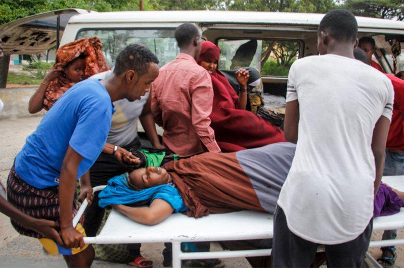 索馬利亞首都摩加迪休一間高級海濱飯店遭攻擊。 美聯社