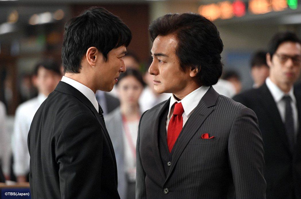 堺雅人(左)主演的「半澤直樹」收視再創新高,右為片岡愛之助。圖/friDay影音