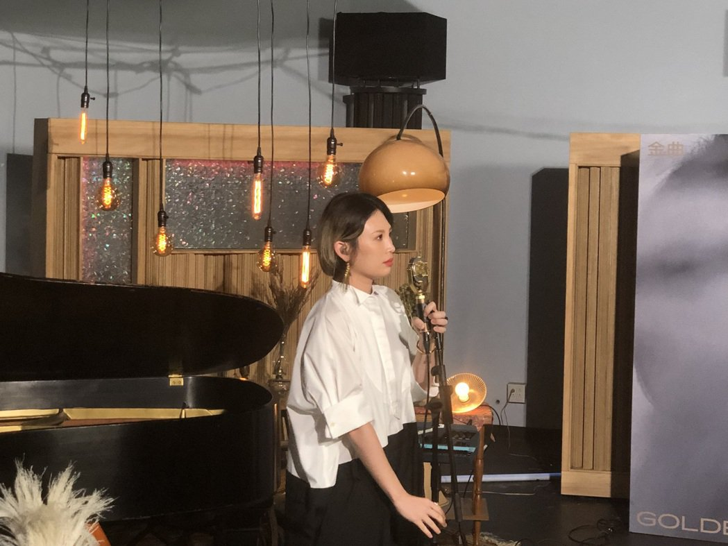 魏如萱今獻唱改編版的「你啊你啊」,以藏頭詩方式證實接下第31屆金曲獎頒獎典禮主持...