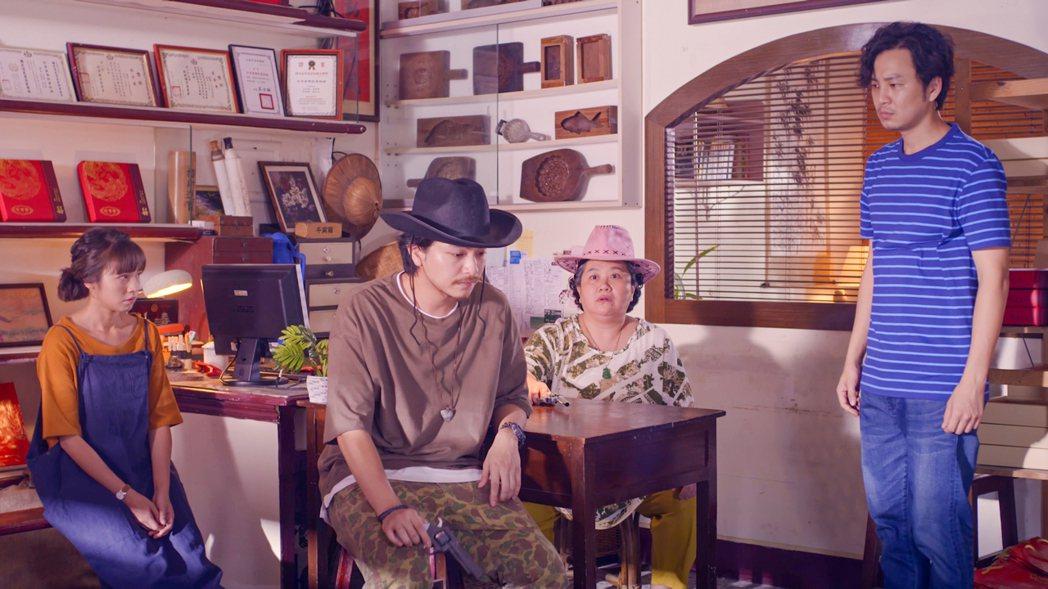 黃姵嘉(左起)、楊銘威、鍾欣凌、張書偉計畫拍片宣傳「珍賀齋」。圖/公視提供