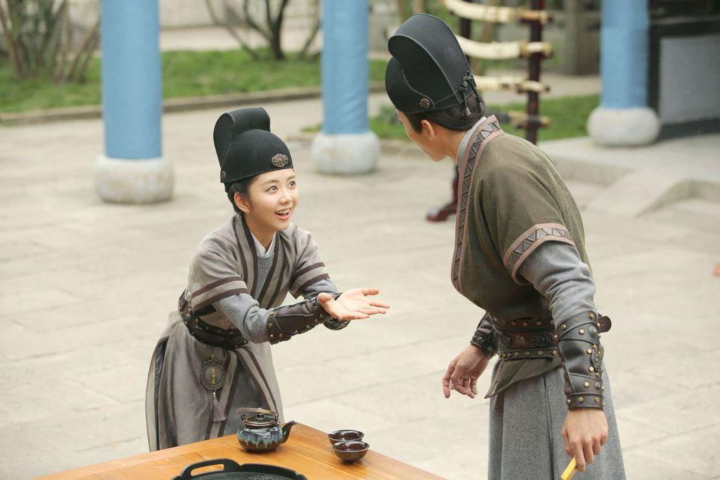 譚松韻(左)在「大明錦衣衛」中飾演古靈精怪的女捕快。圖/中天娛樂台提供