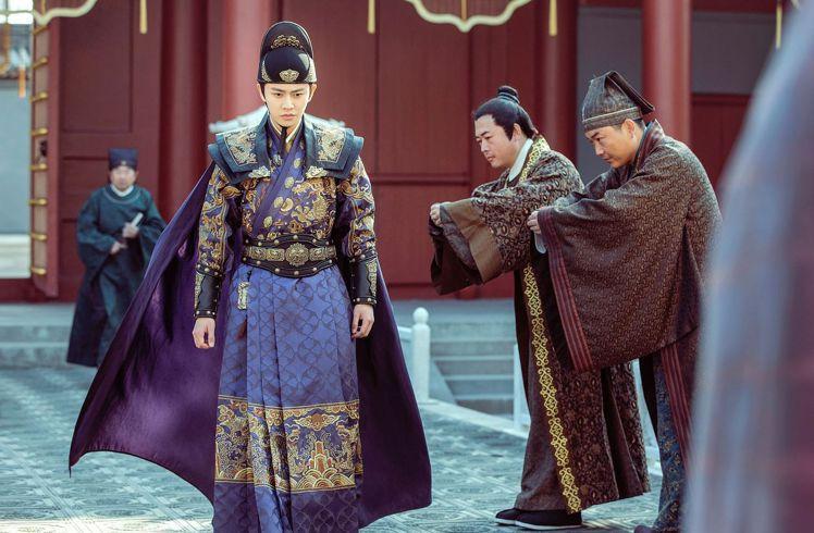 任嘉倫在「大明錦衣衛」中有很多套華麗服裝。圖/中天娛樂台提供
